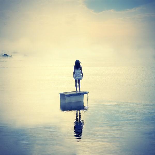 Left alone by Julie-de-Waroquier