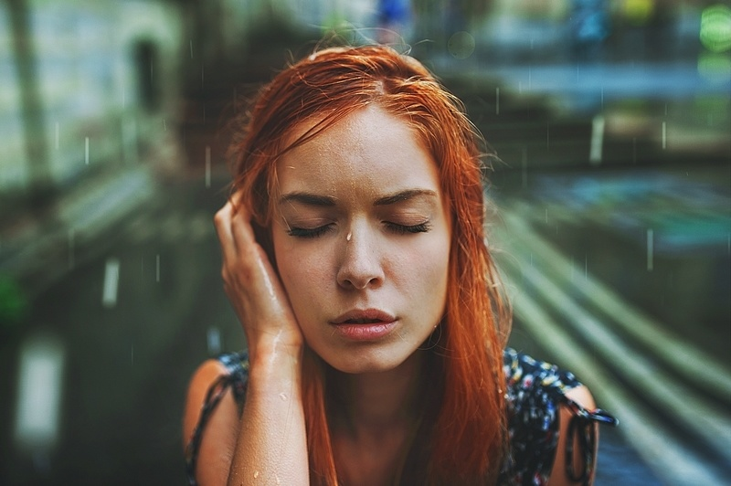 Under the rain by Julie-de-Waroquier
