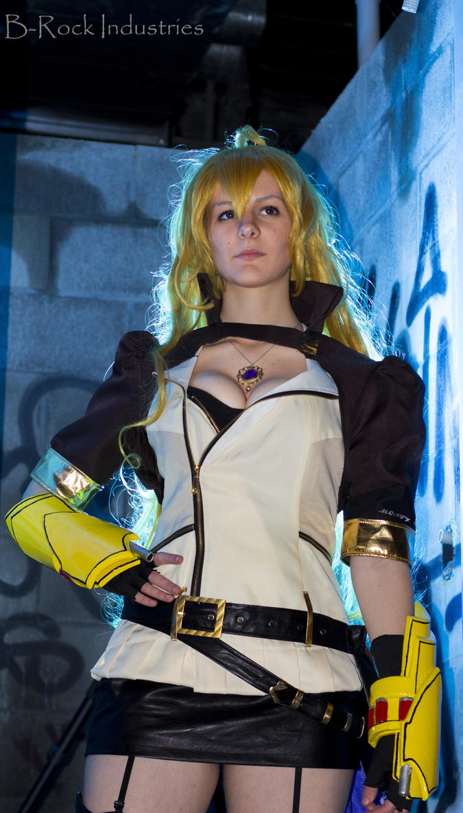 Rwby yang xiao long cosplay
