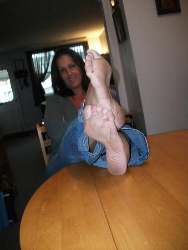 Flexy hole. mature dirty soles