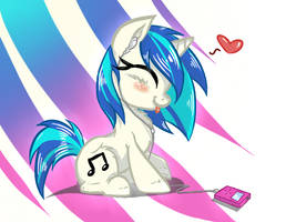 Yeah, Yeah! Vinyl Scratch and her MPon-3 by Plumpig