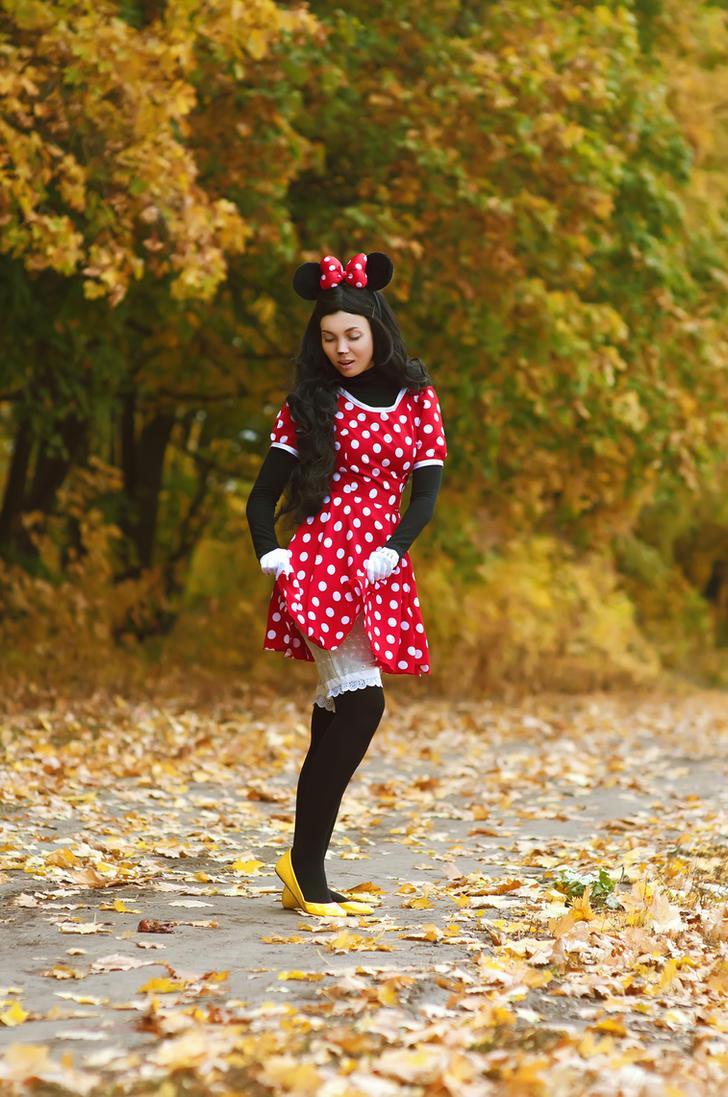 Minnie Mouse by Azabeth-Sich