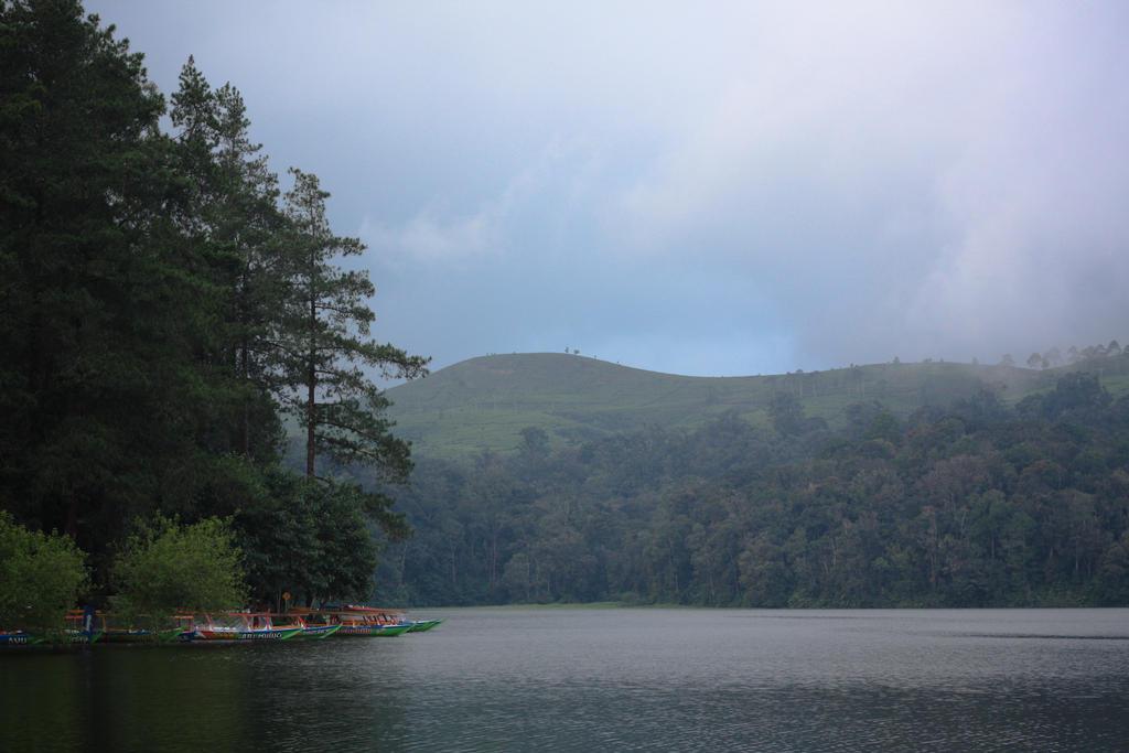 Patengan Lake by needjeansntees