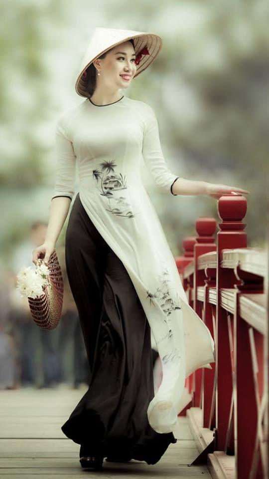 Vietnemese_women....traditional_AoDai-0da54