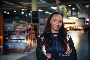 Naomi Schiff - German Racing Car Driver-02