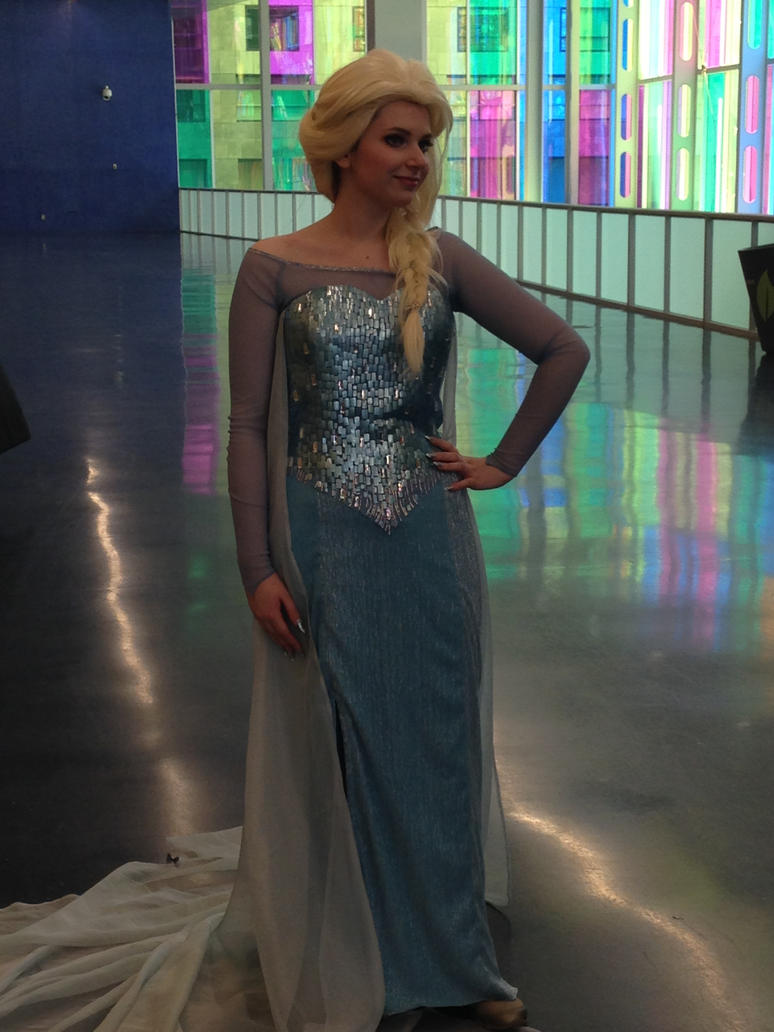 Queen Elsa - Otakuthon 2014 by Silyah246
