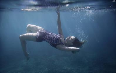 Falling deep by SoranoSuzu