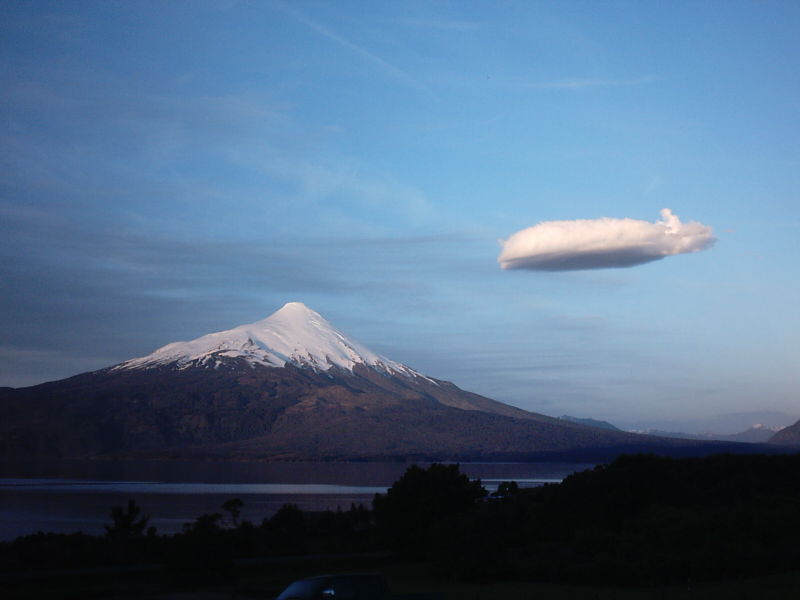Mountain and cloud by Asakura-Vi