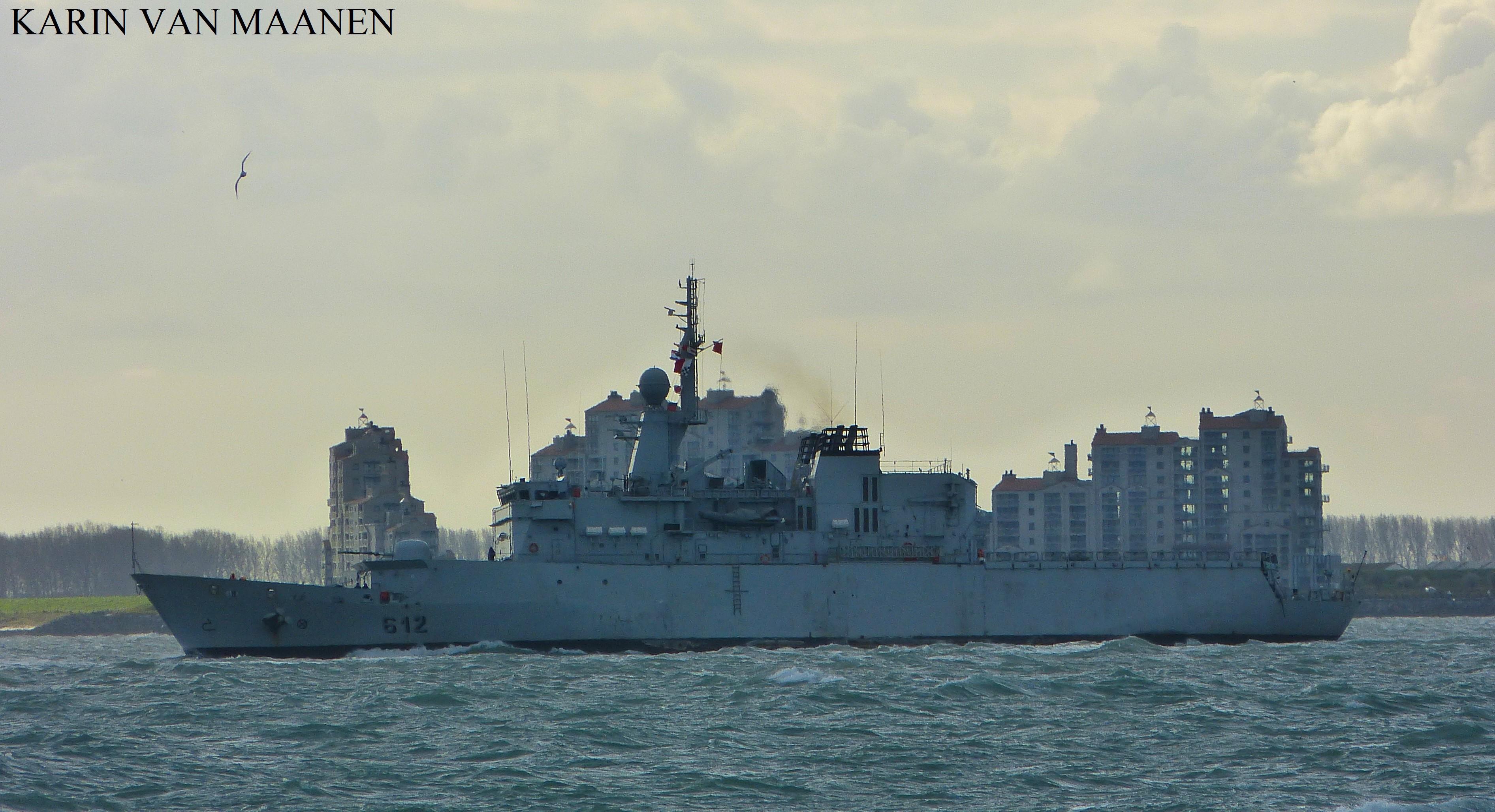 Royal Moroccan Navy Floréal Frigates / Frégates Floréal Marocaines - Page 12 Moroccan_light_surveillance_frigate_hassan_ii_2001_by_roodbaard1958-dbtid46