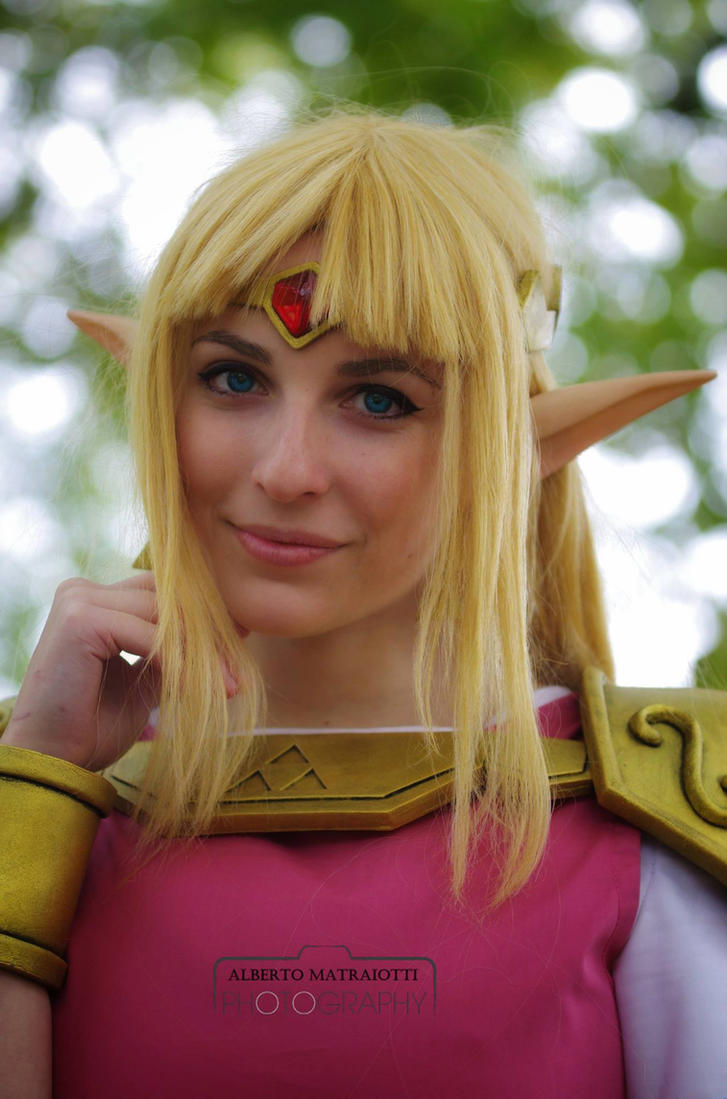 Zelda Cosplay From A Link Between Worlds by GiuliaZelda