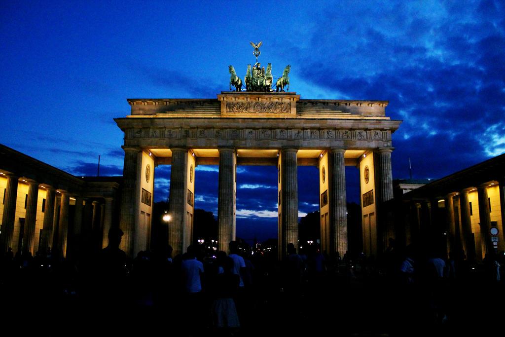 Brandenburg Gate by HQN89