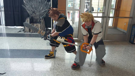 Sora and Roxas Battle Poses. by JeiCos