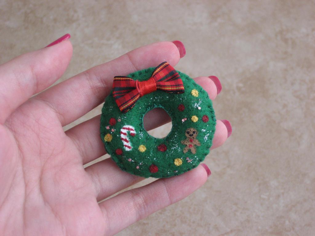Christmas Wreath Felt Brooch