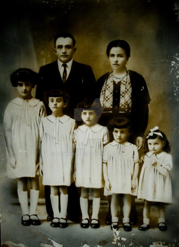 Guazarotti Family 1938 by TonyVallad