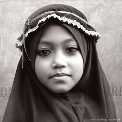 Indonesian School Girl by mjbeng