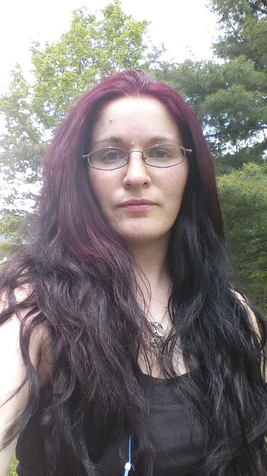 http://orig09.deviantart.net/39ef/f/2015/138/d/4/two_tone_hair_by_lilirishrose-d8tupwr.jpg
