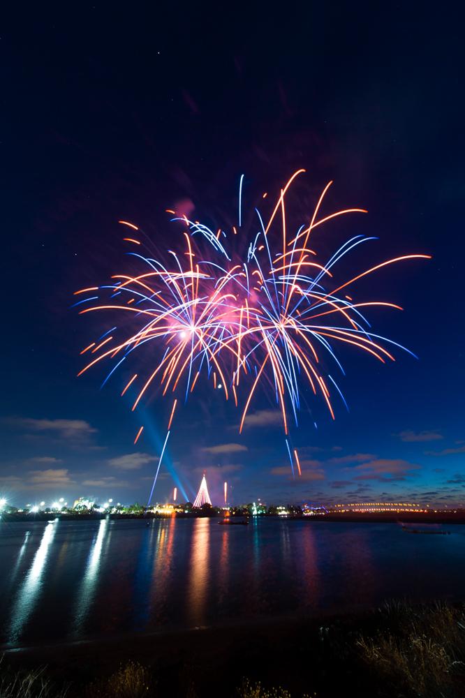 Sea World San Diego Fireworks by trevor-w