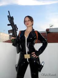 Cosplay Lara Croft roof