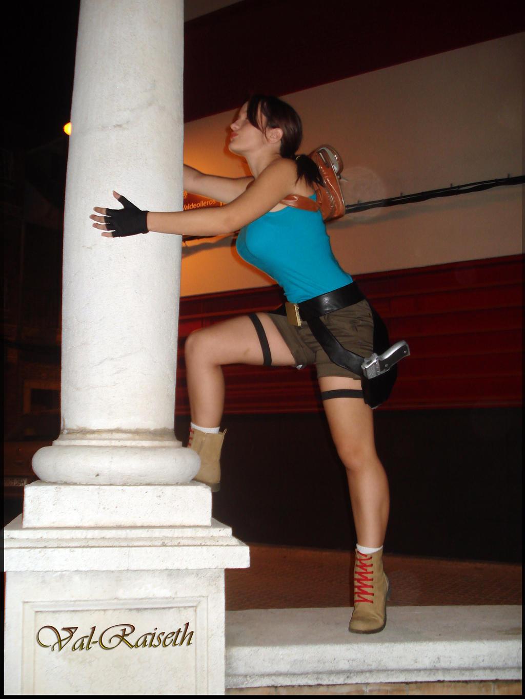 Lara Croft up by Val-Raiseth