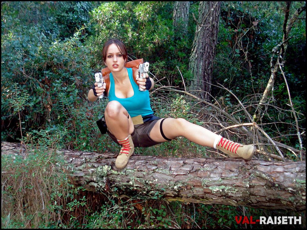 Lara Croft ready to shoot by Val-Raiseth