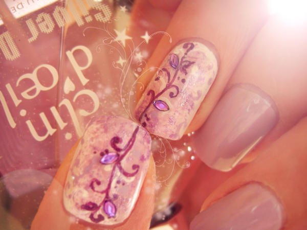 little glitter by NailsyMo