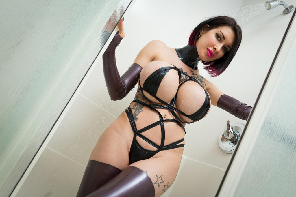 Ariane st amour sexy shower 4
