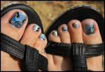 Nail art arabesques sur les pieds