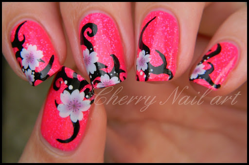 Nail art fleurs tribal by cherrynailart
