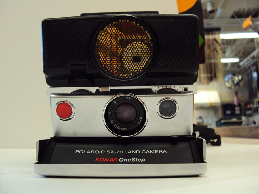 Polaroid Land Camera SX-70 01 by chocopantsu