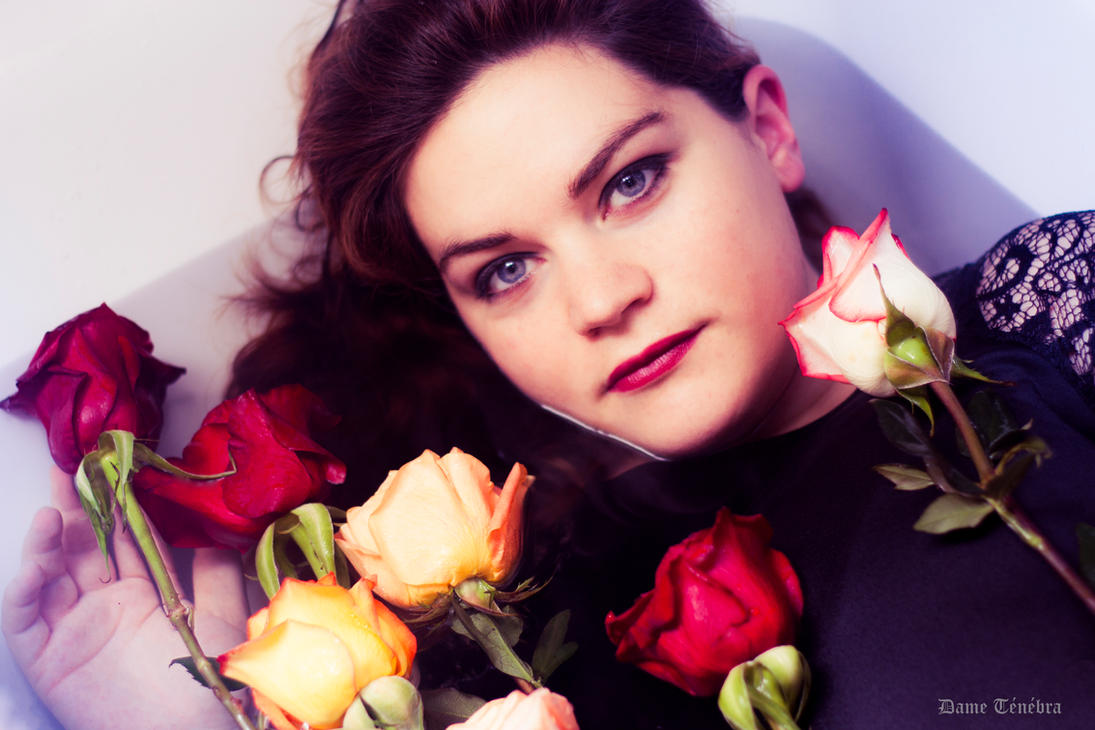 A rose between the roses by DameTenebra