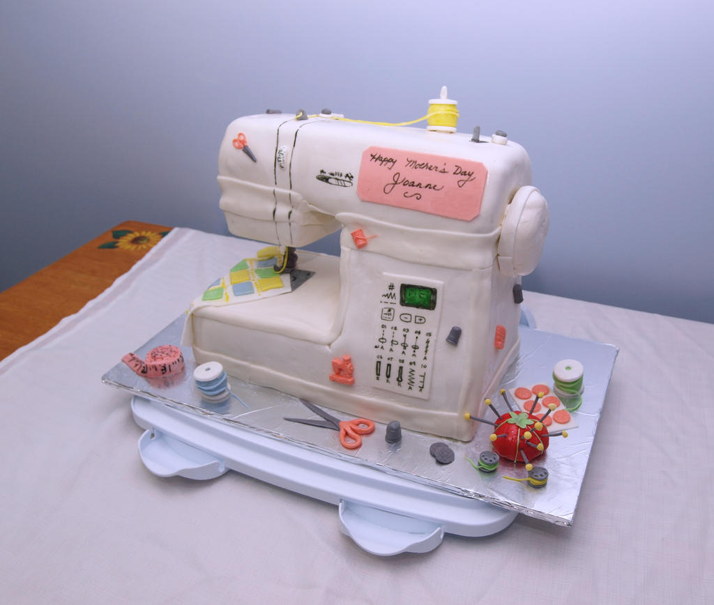 Sewing Machine Cake by reenaj
