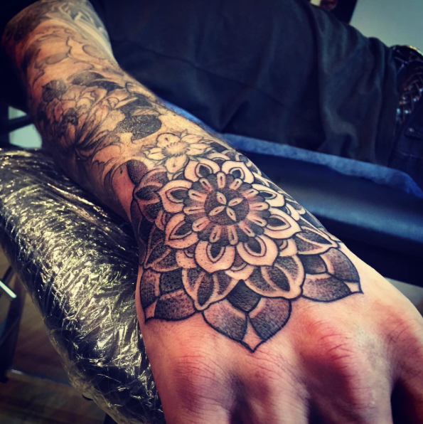 mandala hand tattoo by olive 2016 by bps tattoo on deviantart. Black Bedroom Furniture Sets. Home Design Ideas