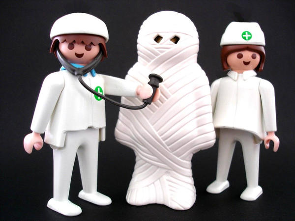 playmobil medical figures and bandaged patient
