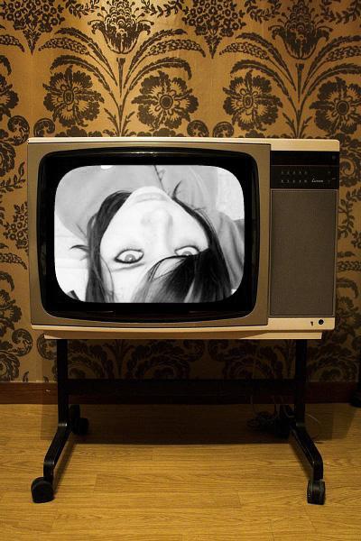 http://fc01.deviantart.com/fs14/f/2007/009/c/4/television_by_imprevisivel.jpg