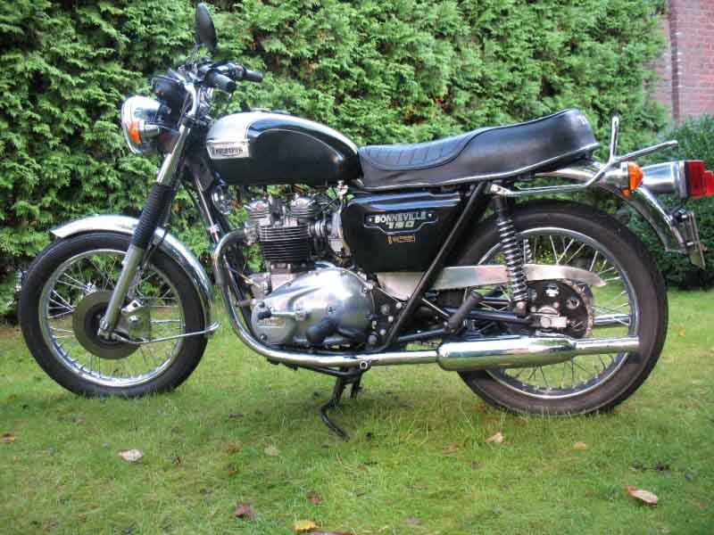 Triumph Bonneville T140 by Greaser123
