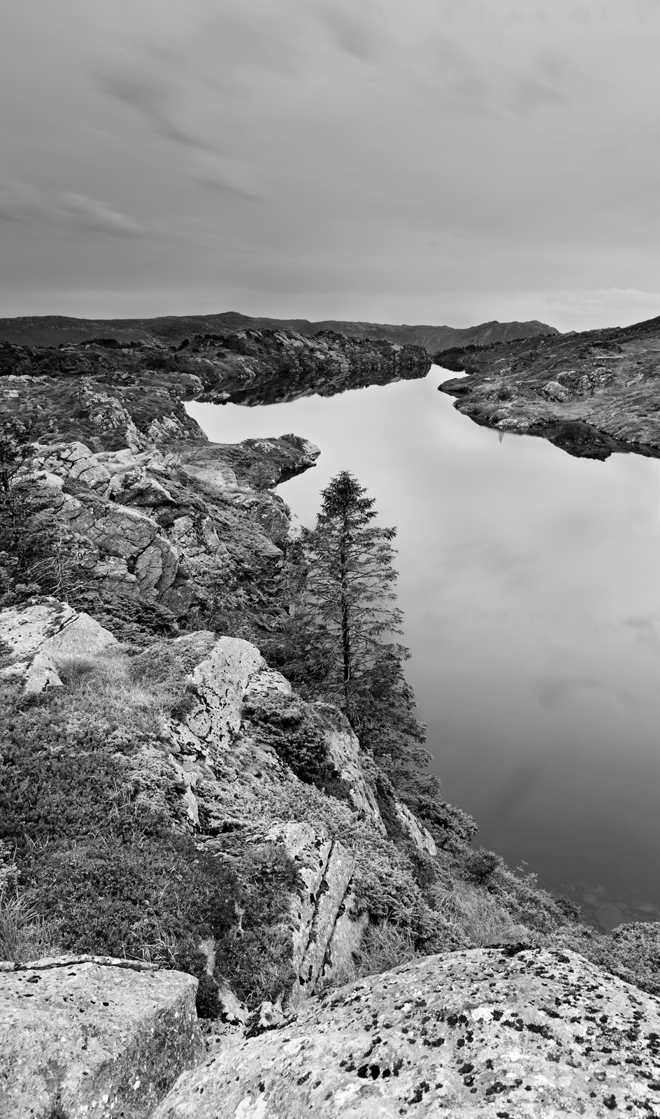 water_and_rocks_by_ff93-d43qkl6.jpg