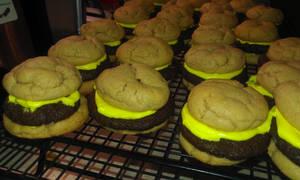 Cheeseburger Cookies by SpeepBerry