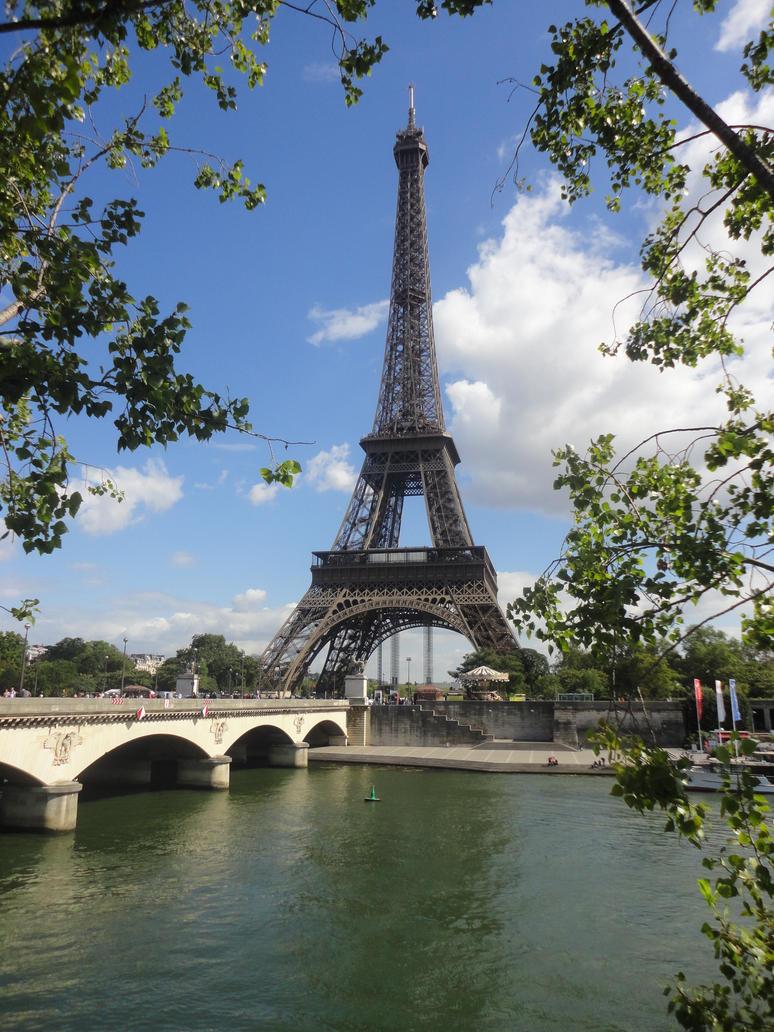 Eiffel Tower by MyBlackCristal