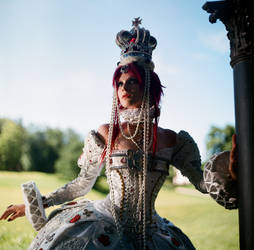Queen Esther by moonkilled