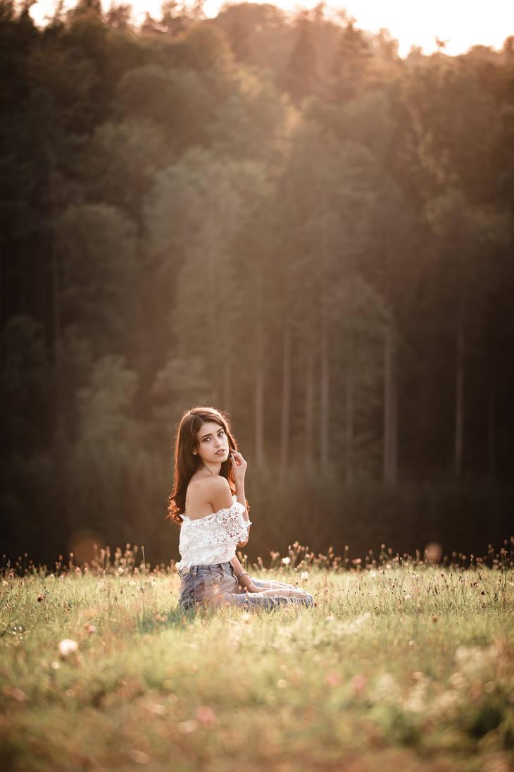 Autumn Girl IX by XeroLp