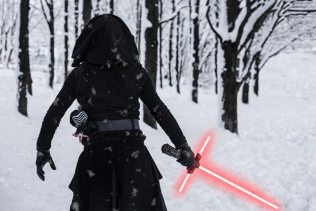 Kylo Ren Cosplay in the snow