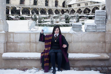 Harry Potter Cosplaygirl in the snow
