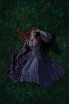 Sansa Stark cosplay - lying on the grass