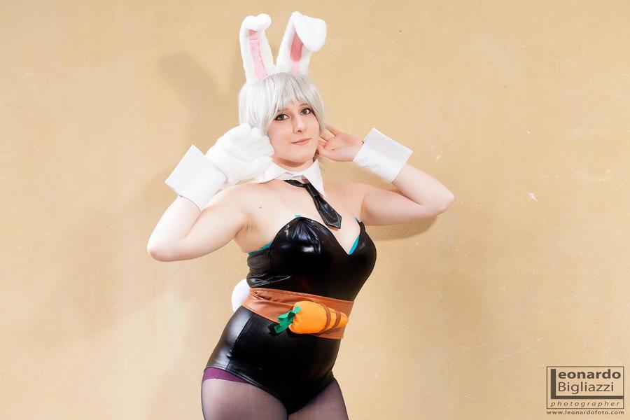 Battle Bunny Riven I by GloomyElls