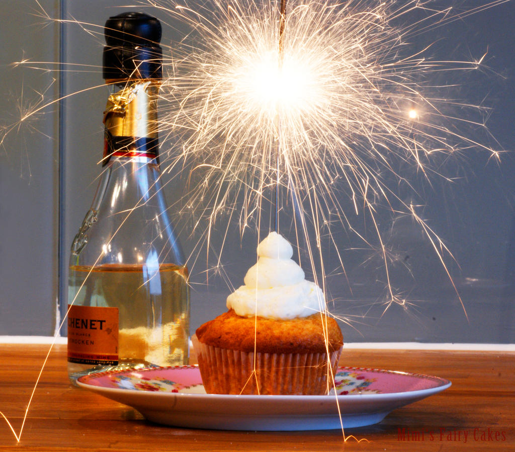 happy new year cupcakes by cailleanne