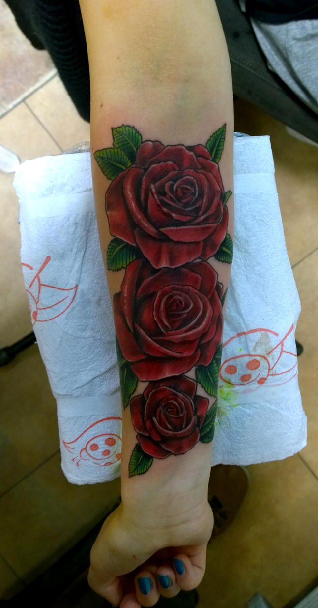 roses forearm by karlinoboy