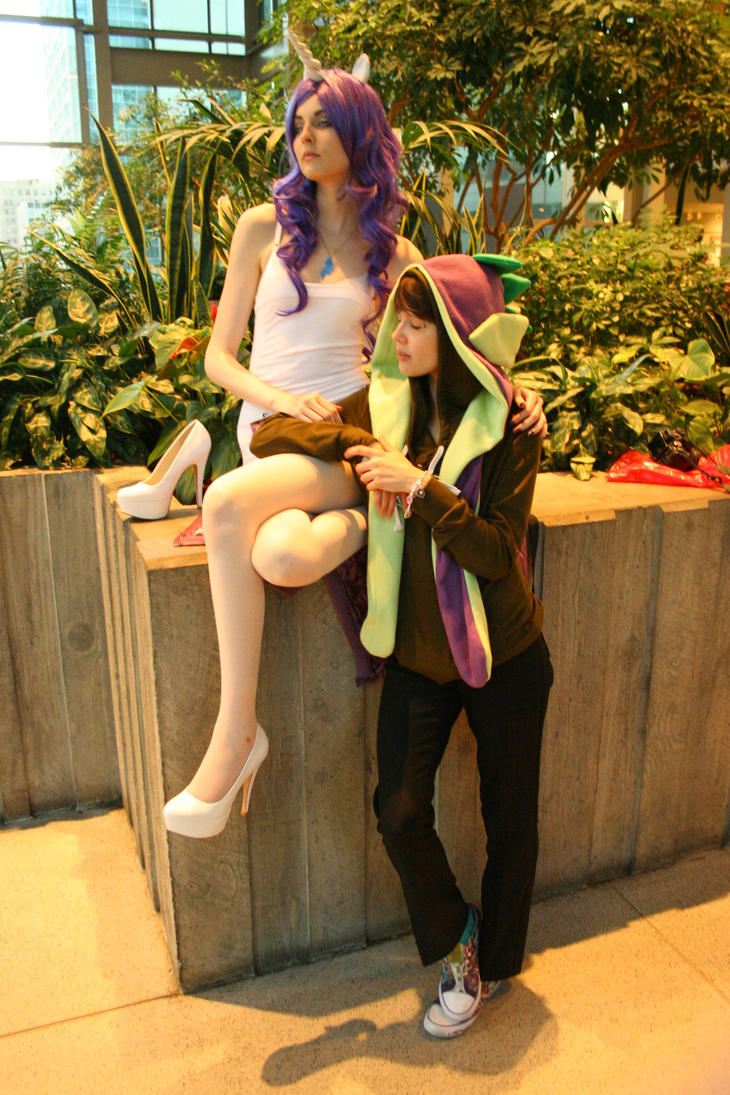 Rarity and Spike - Sakura-Con 2012 by nwpark