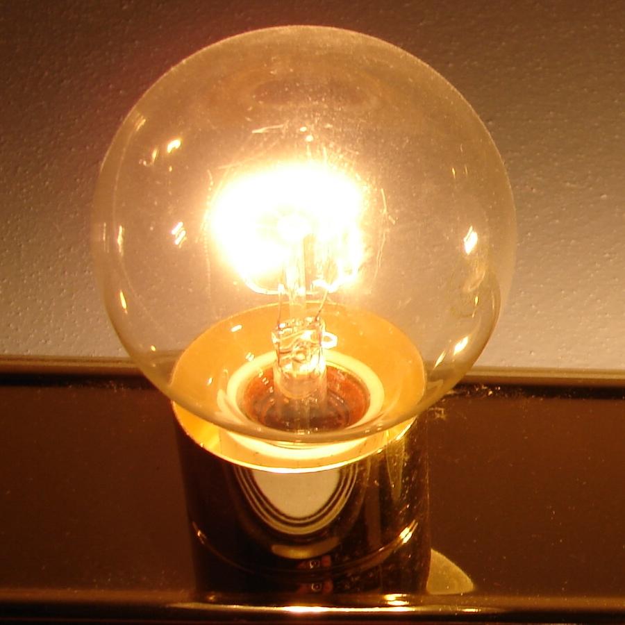 Light Bulb Zoom 2