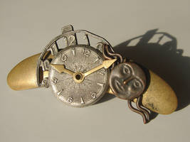 Metal Timepiece Hair Accessory