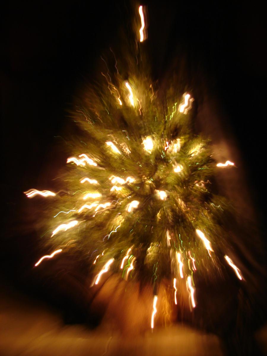 Christmas Tree Explosion 4